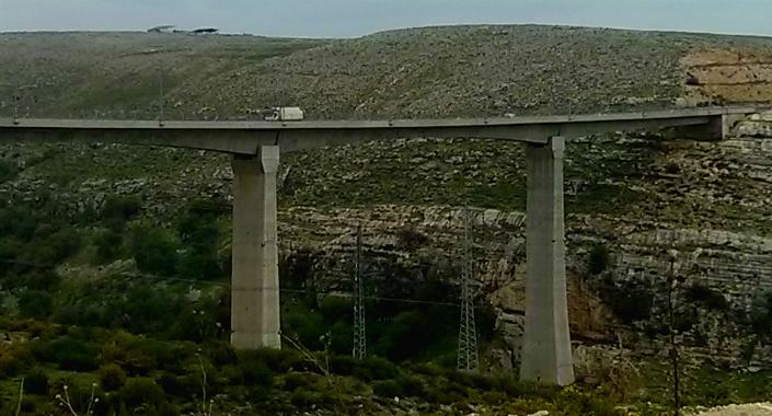 Bridge over Acbara valley
